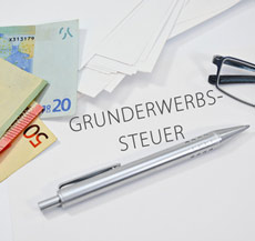 Stift mit Geldscheinen